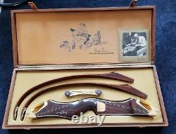1982 VINTAGE FRED BEAR Signature Bow in Original Wooden Display Case