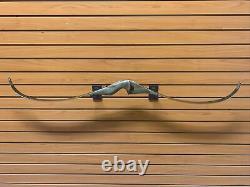 BEAUTIFUL Bear Archery Kodiak Magnum RH Recurve Bow 52 AMO 45# Lot HW 94
