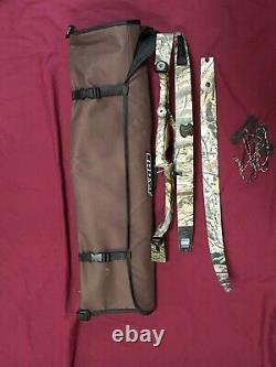 Hoyt Game Master Recurve Hunting Bow Right Handed 40Lb. Limbs and Hoyt Case Mint