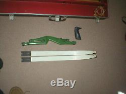 Vintage Bear Minuteman Take Down Recurve Bow RIGHTY + Case and 29 Arrows