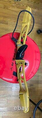 Win and Win winstar II recurve riser with Hoyt 900 CX carbon X-Foam limbs